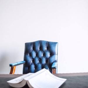 サラリーマンは本業と副業のどちらに注力すべきか?