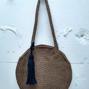 """かぎ針編みの""""円編み""""で長編みのラウンドバッグを作りました"""