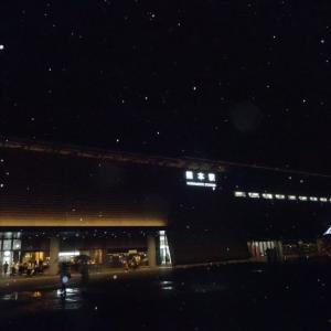 熊本駅は雨の中