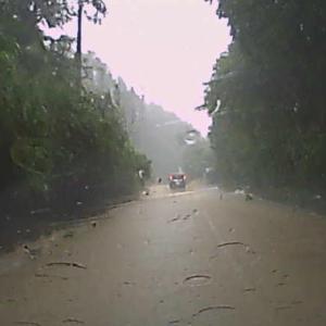道路が川になったゲリラ豪雨!