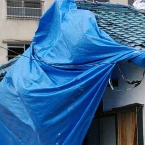 台風15号。瓦が剥がれ、屋根がなくなったら生活できないのに国の支援なし?