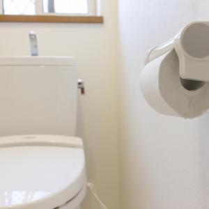 トイレの便座のフタがセンサーで開かないのは暑いから?
