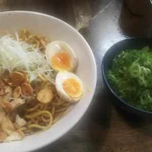 人生初の油そばを食べた、立川駅からすぐのとこにある『らーめん チキント』で念願の油そばを食べる。美味過ぎるしやっぱり九条ネギトッピングは外せない!