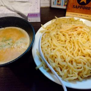 町田街道の「麺匠 なべすけ」でつけ麺限定の特盛を食べる。濃厚な鶏出汁と平打ち麺の相性が最高で美味かった…