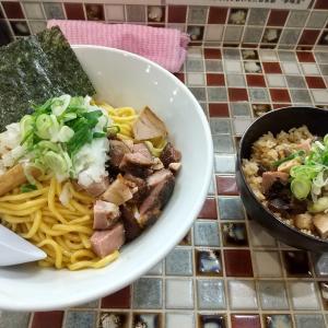 町田の「No.40」で油そばとしめのめしを食らった感想。魚介がしっかり効いた味と締めのパラパラの炊き込みご飯は面白い組み合わせになった。