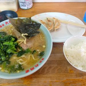 戸塚「六角家」でラーメンライスにほうれん草増しと餃子を付ける。獣臭さがあるから逆に良いと思わせてくれるお店です。豚骨と鶏油重視のスープは安定の旨さ!。