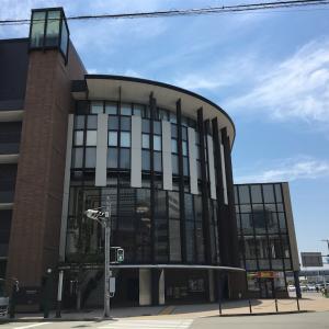 「座・大阪市民劇場」バカなヘラヘラ女性担当者