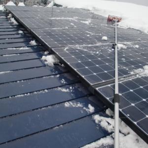 太陽光パネルの除雪③