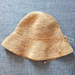 手放した夏の帽子