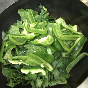 小松菜とピーマンと豆腐を炒めました。