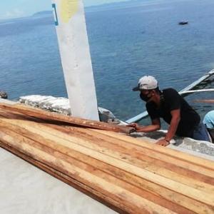 バタンガス「海の家」資材搬入。