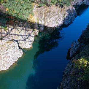 色づく神通峡:吉野橋から