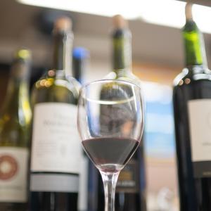 グラスはテーブルに置いたままで:ささやかなワイン講習会
