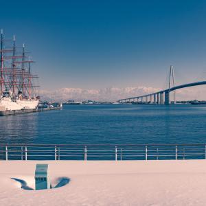 雪が残る海王丸パーク