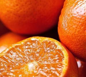 毛穴がデコボコ!?オレンジ肌の原因と改善方法