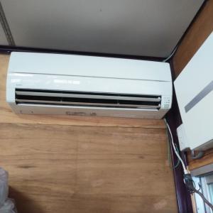 工場事務所エアコン取り付けです。