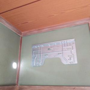 室外機屋根置きエアコン工事です。