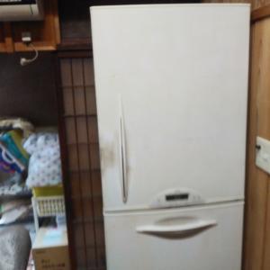 冷蔵庫入れ換えです。