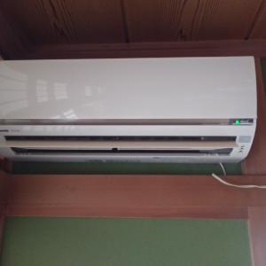エアコン交換工事です。