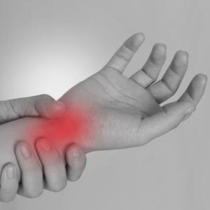 親指側?小指側?手首が痛い時の原因と対処法