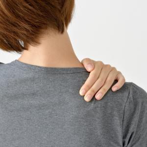 まっすぐな背中は首肩背中コリの原因に!【平背(ストレートバック)】