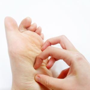手足の小さな水泡が痒い!水虫と間違われがちな汗疱について