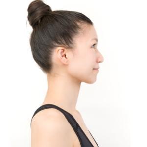 首の長さは骨格だけじゃない!スラッと長い首になる方法