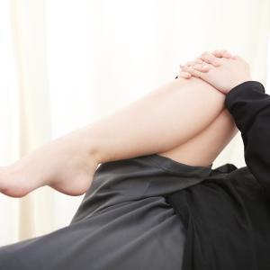 「股関節の前側がつまる感じがする」股関節周辺の違和感の原因は?
