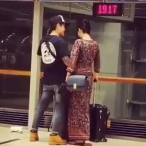 シンガポール空港 で プロポーズ してるカップル見つけた!! シンガ航空のスッチーかな? もうロマンティック!!