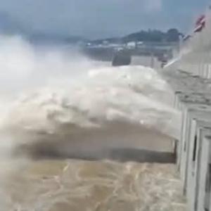 進退窮まった三峡ダム・洪水を貯めれば上流が溢れ、放流すれば下流が浸水