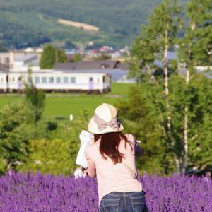 薄紫色のリボンの帽子