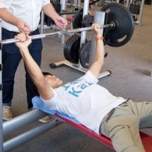 男にあり生まれた以上一生に1レップだけでもいいからベンチ100kg挙げてみたい
