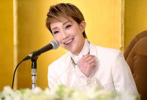 ◆宝塚歌劇団◆ 星組『紅ゆずる』宝塚ファンだった紅ゆずる、努力重ねトップスターに