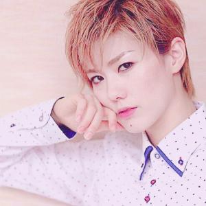 ◆宝塚歌劇団◆ 雪組『彩風咲奈』映画への憧れを自らに重ねて、宝塚雪組・彩風咲奈主演作が開幕