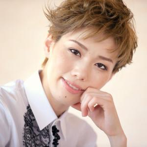 ◆宝塚歌劇団◆ 雪組『彩風咲奈』劇中劇や多彩な群舞も魅力的、宝塚雪組『ハリウッド・ゴシップ』大阪公演開幕