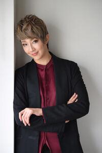 ◆宝塚歌劇団◆ 『紅ゆずる』宝塚退団後の初コンサートは「進行形の私を楽しんで」