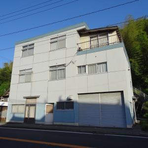 【売買】150万円 島根県益田市安富町 国道沿いの3階建 二世帯可能 上下水道 バス停・コメリ近い