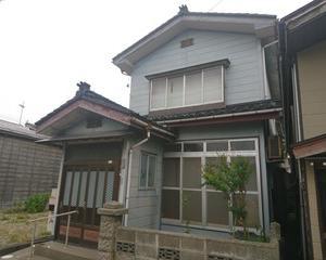 【売買】120万円 新潟県三島郡出雲崎町大字井鼻 海まですぐ 郵便局・商店が近くにある2階建