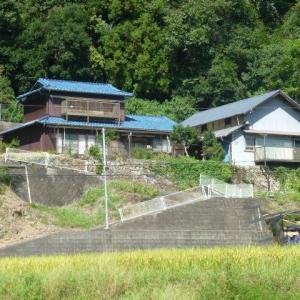【売買】450万円 岐阜県可児郡御嵩町中切 里山の麓のひな壇に建つ2階建 通学環境良好