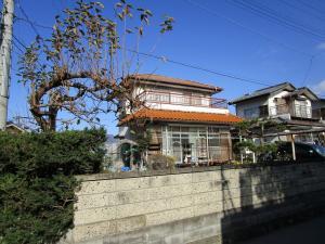 【売買】350万円 長野県上田市諏訪形 閑静な住宅街角地 カーポート・庭・物置付き2階建