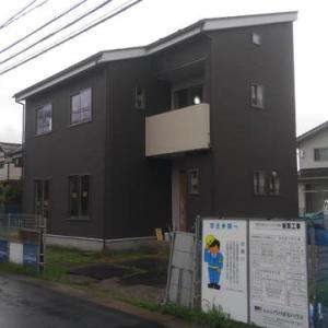 諏訪市中洲グランドフジ上金子のパパまるハウスの足場が外れました。