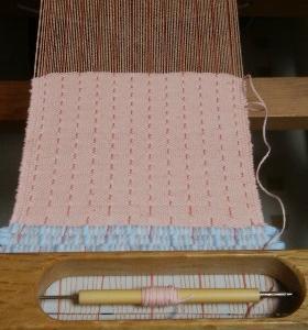 春の花、苺スイーツや苺味ドリンク・・・春に向けた織り地づくり~機かけ&織り~