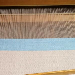 水色で織ってまた違ったイメージに。~織り~