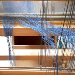 たて糸が織り機に繋がりました。
