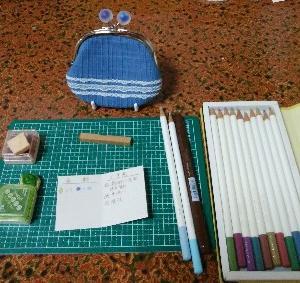 伝統色の色鉛筆、大活躍。