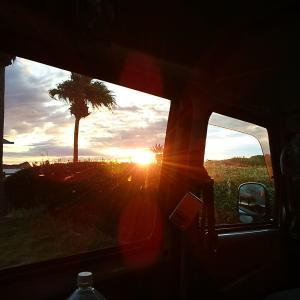車中泊の一人旅『バーナーとお湯』で暖を取る朝