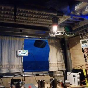 軽バンの車中泊で「夜の照明」を確保する3つの方法