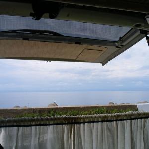 車中泊の朝、おいしい空気とそよ風を浴びて気分転換