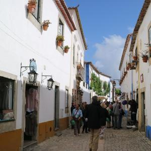 配色が素晴らしい【王妃の村オビドス】ヨーロッパらしい素敵な街並み!