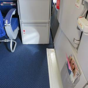 非常口座席の経験【ANA新型モデルの非常口座席】超絶広いというメリット